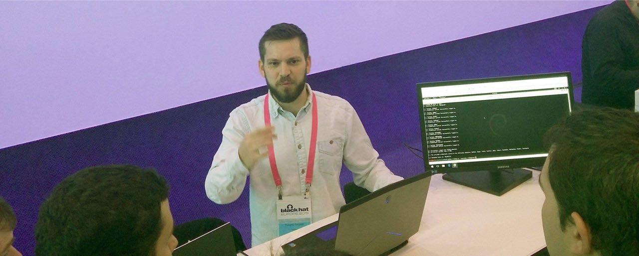 Roberto Salgado presenting credmap.